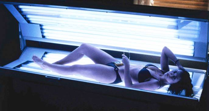 jennifer love hewitt sexy tanning in i still know what you did last summer